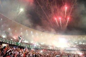 A lindíssima festa da torcida tricolor na final da Libertadores de 2008